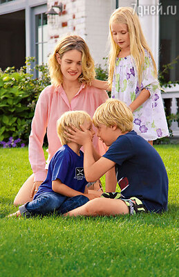 Наталья со своими детьми Виктором, Лукасом и Невой на летних каникулах. 2012 г.