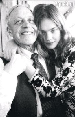 С дедушкой Виктором Филипповичем. 2002 г.