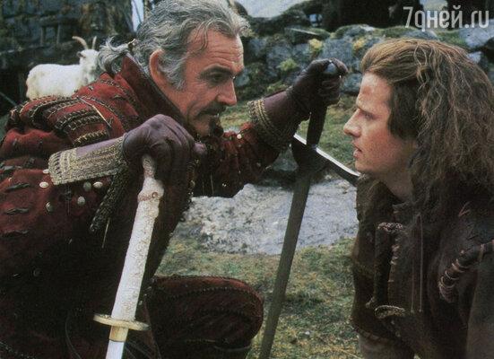 В «Горце» в сценах сражений на мечах использовались их укороченные копии. На фото с Шоном Коннери, 1986 год