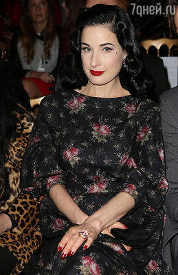 Эпатажная фотомодель и актриса Дита фон Тиз побывала на показе коллекции «Ulyana Sergeenko Haute Couture» сезона весна-лето 2013