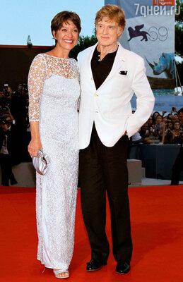 Роберт Редфорд с супругой Сибиллой на кинофестивале вВенеции. 2012 год