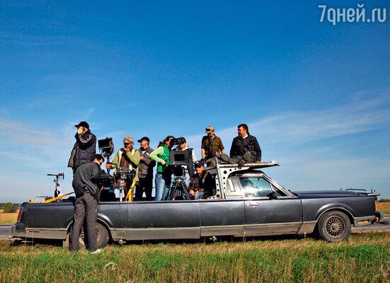 Сцены скачек снимали из мчащегося на полном ходу автомобиля