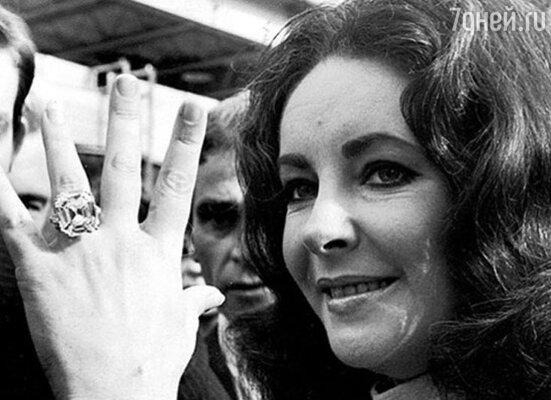 Ричард Бертон подарил Элизабет Тейлор бриллиантовое кольцо стоимостью в один миллион долларов