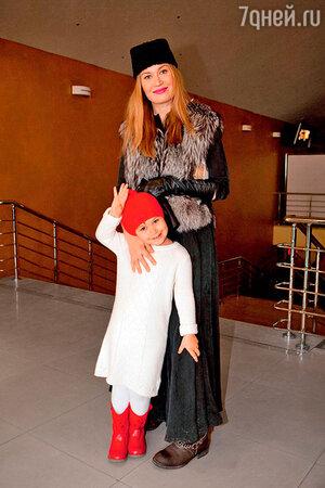 Кристина Бабушкина с дочкой Стешей