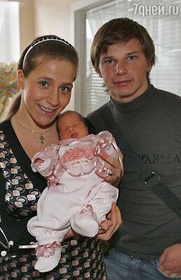 Футболист Андрей Аршавин с супругой Юлией и дочерью Алиной