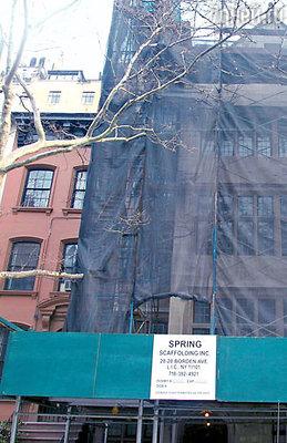 Вот уже почти десять лет Шон Коннери не может завершить свой ремонт из-за проблем с соседом