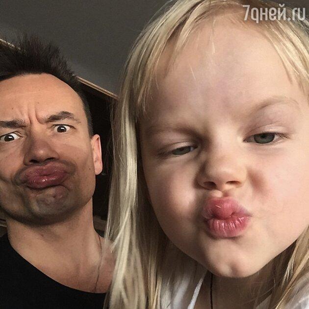 Алексей Серов с дочкой Полиной