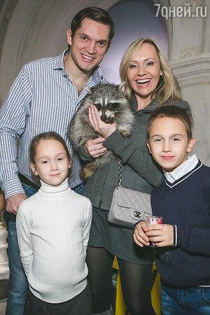 Мария Бутырская с семьей
