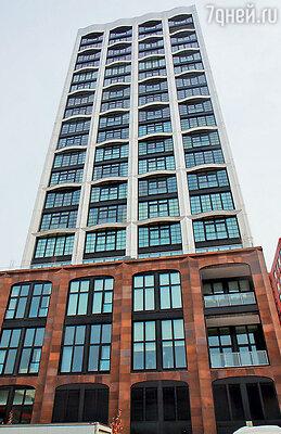 Тот самый дом на Манхэттене, где в огромной двухэтажной квартире жила Лорен. Ее соседями были Дольче, Габбана и Николь Кидман