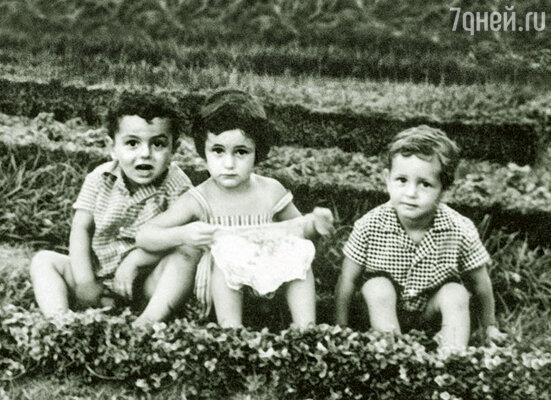 Мы с братом (слева) очень похожи и с самого детства были «не разлей вода»