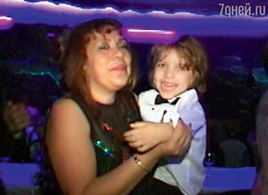 Та самая домработница. Милдред Патрисия Баена с сыном Джозефом. 2001 г.