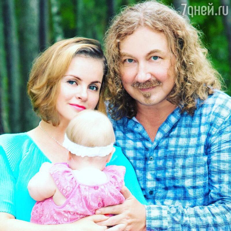 Игорь Николаев поздравил супругу сднем рождения иновым статусом
