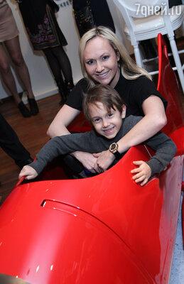 Мария Бутырская с сыном