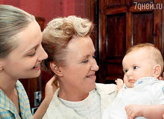 Катя с Ириной Розановой. Кадр из телесериала «Фурцева»