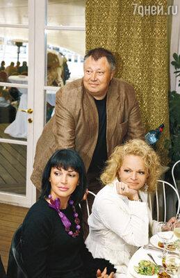 С Юлией Абдуловой и Ларисой Долиной