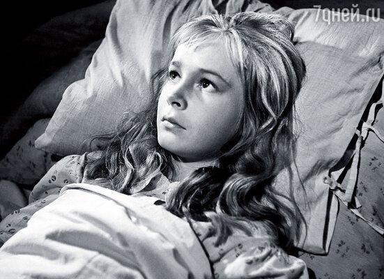 В 14 лет Наташа дебютировала в кино. Фильм «Вступление»