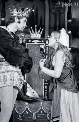 Наташа Богунова и Вячеслав Бутенко в cпектакле «Сказка о девочке-неудаче»