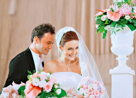 «Я успела убедиться, что действительно люблю этого мужчину, мы стали готовиться к свадьбе. И пока готовились, поняли, что ждем ребенка»