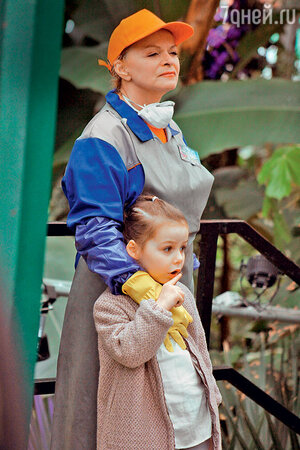 Лариса Долина с внучкой Сашей