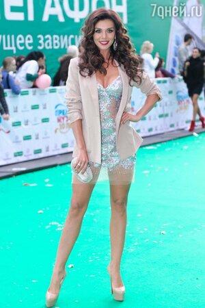 Анна Седокова в «голом» платье на вручении премий телеканала «Муз-тв» в 2012 году
