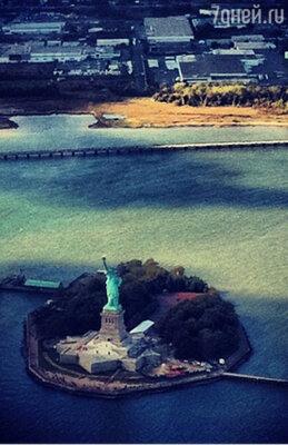 «Вертолетная прогулка вчера. А статуя мааааленькая))»