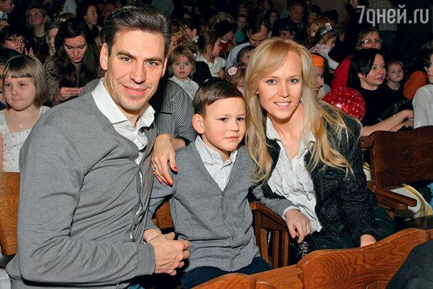 Дмитрий Дюжев с женой Татьяной и старшим сыном Иваном