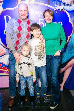 Алексей Кортнев, его супруга Амина, сын Афанасий и дочь Аксинья.
