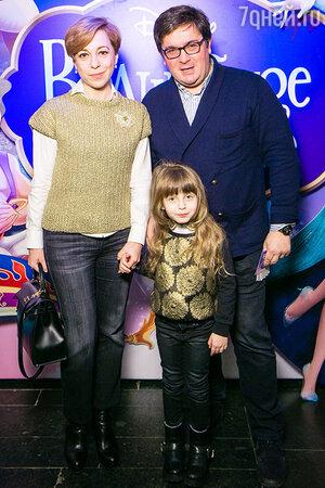 Марианна Максимовская с супругом Василием и младшей дочерью Евгенией.