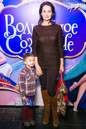 Ольга Кабо с сыном Виктором.