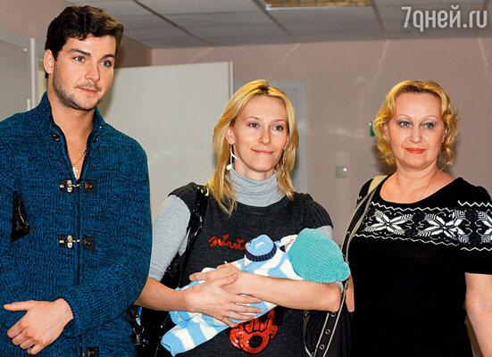 С Гошей и моей мамой Наталией Ивановной в день выписки из роддома