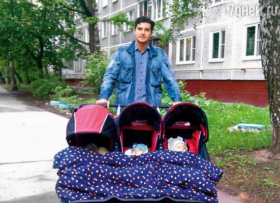 Гоша был рядом, его тянуло к детям. Когда мне потребовалось лечь в больницу, он мотался в семь утра, забирал сцеженное грудное молоко