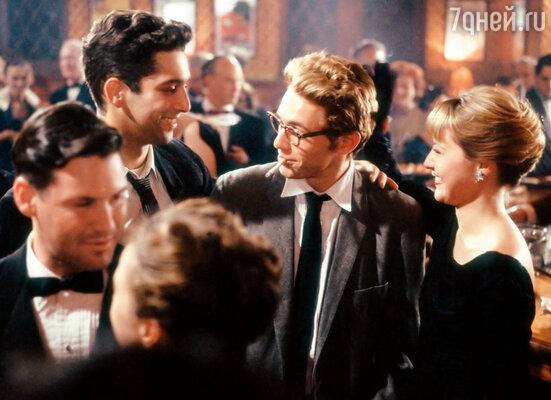 Джеймс получил «роль своей жизни» в телевизионном байопике 2001 года «Джеймс Дин» режиссера Марка Райделла и так погрузился в работу, что совсем отключился от бытовых забот и сердечных проблем. Франко в роли Дина, 2001 г.