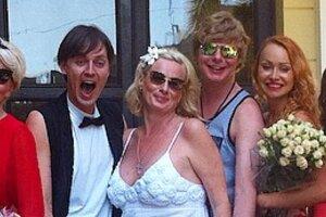 Андрей Григорьев-Аполлонов выдал 49-летнюю сестру замуж