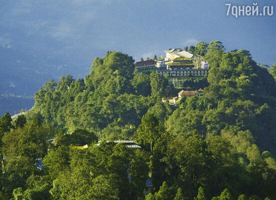 Один из красивейших монастырей, затерявшихся в горах неподалеку от столицы Гангток