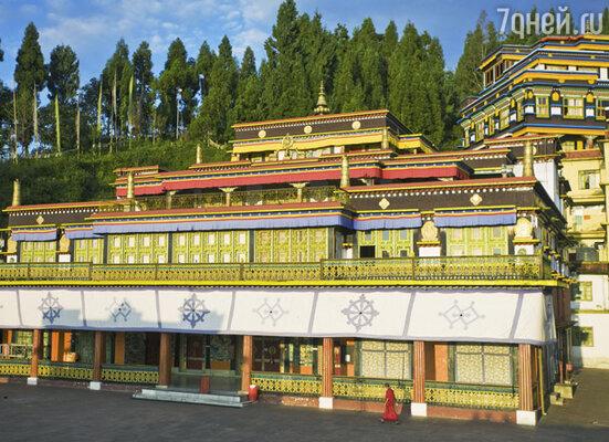 Именно здесь находится Румтек — самый большой буддийский монастырь в восточной части Гималаев