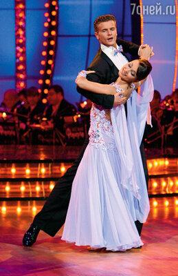 Ходили упорные слухи, что у Ани роман с ее партнером по проекту «Танцы со звездами» Евгением Григоровым