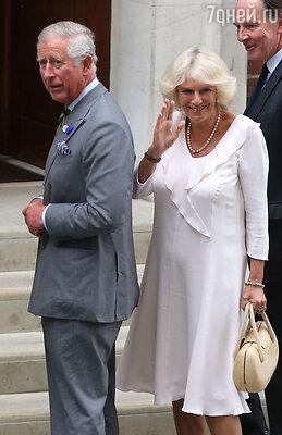 Чтобы увидеть внука, принц Чарльз с леди Камиллой прилетели из Йоркшира навертолете