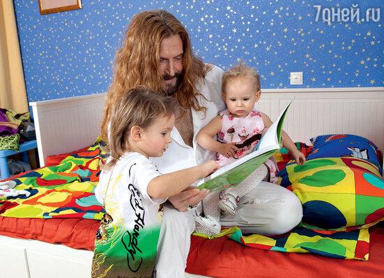 Никита Джигурда дает двойные и тройные имена детям, чтобы не ссориться с женой. С сыном Миком-Анжелем Кристи идочкой Эвой-Владой