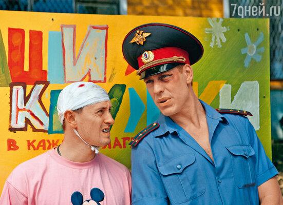 Сергей Безруков и Дмитрий Дюжев в комедии «Каникулы строгого режима»