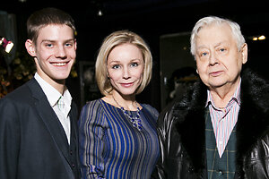 Табаков и Зудина поддержали сына на премьере фильма