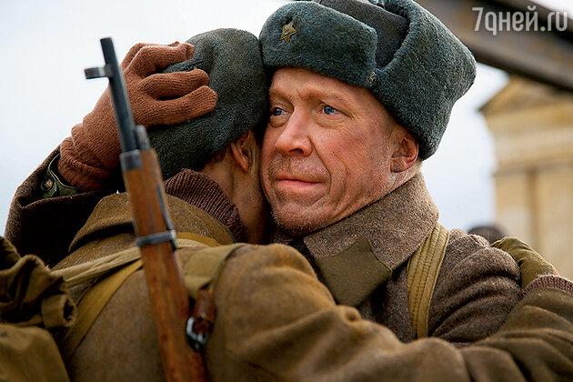 На фронте Степка встретился со своим отцом Макаром Морозовым (Алексей Кравченко)