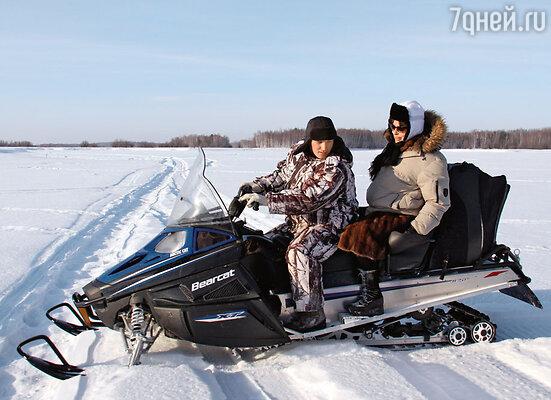 В Сибири французская актриса многое попробовала впервые в жизни — например, прокатилась на снегоходе...