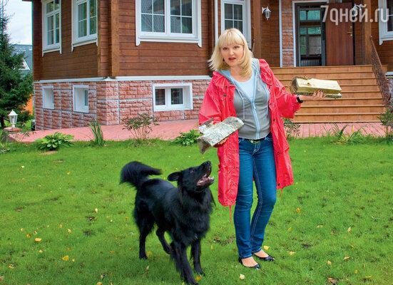 Маргарита Суханкина выстроила для любимца семьи грюнендаля Мишки...
