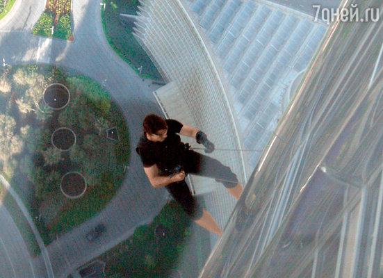 «Миссия: Невыполнима-4». Том Круз на башне Бурдж Халифа в Дубае — самой высокой в мире