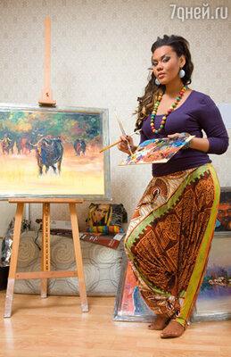 Только благодаря маме  я окончила художественное училище и стала художником. У меня уже было десять выставок