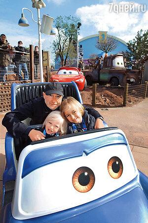 Фил Коллинз с сыновьями Ником и Мэттью, 2008 г.