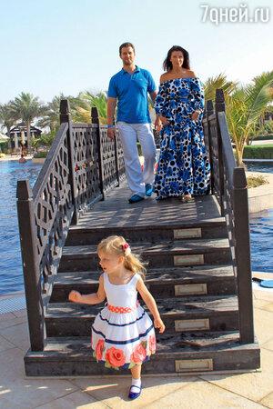 Екатерина Волкова с мужем и дочерью Лизой