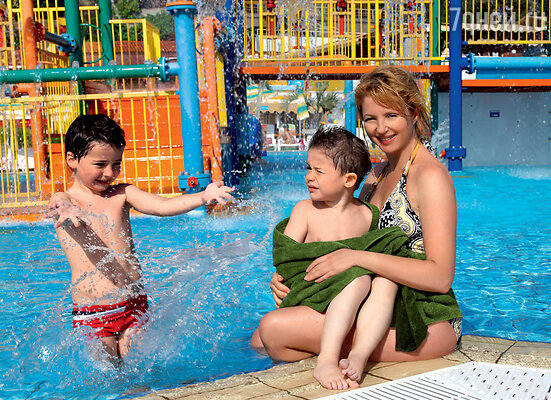 Анна Банщикова с сыновьями Мишей и Сашей
