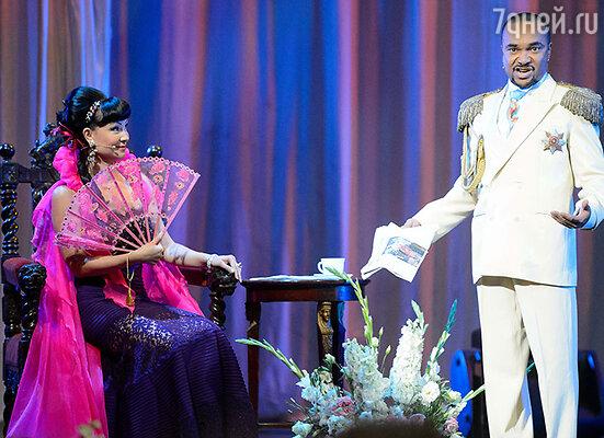 Ведущии церемонии Нонна Гришаева и Григорий Сиятвинда