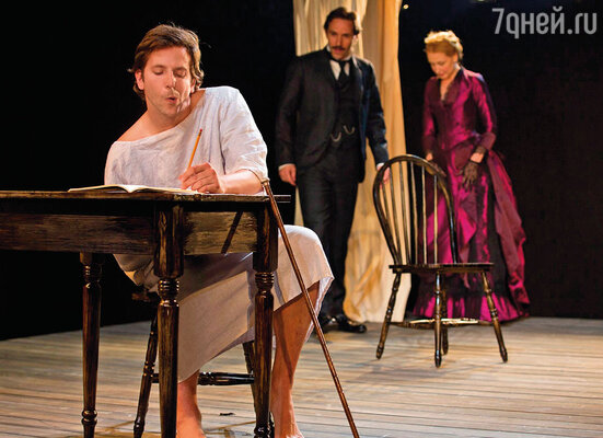 В августе 2012 года театр Уильямстоун в Массачусетсе предложил Куперу сыграть Меррика в пьесе Бернарда Померанса. Брэдли в спектакле «Человек-слон»